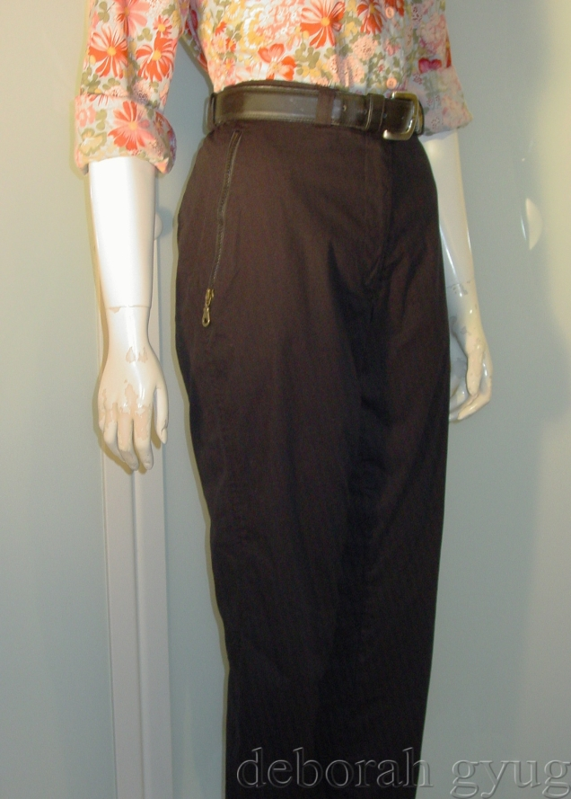 black sport pant with zippered pockets